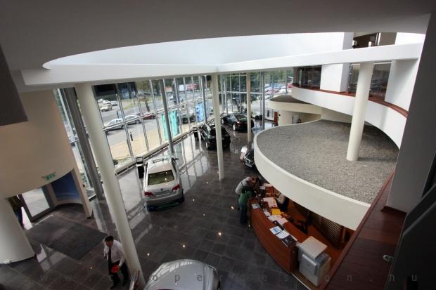 Lexus Buda autószalon belsőépítészete 2