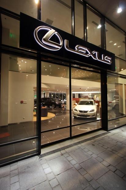 Lexus Pest autószalon belsőépítészet 19