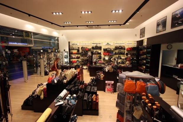 Reálszisztéma Menedzser Shop belsőépítészete 14