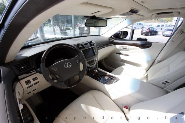 Lexus Buda autószalon belsőépítészete 50