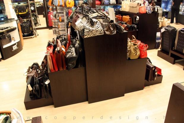 Reálszisztéma Menedzser Shop belsőépítészete, wenge táskatartó állvány, egyedi bútor 3