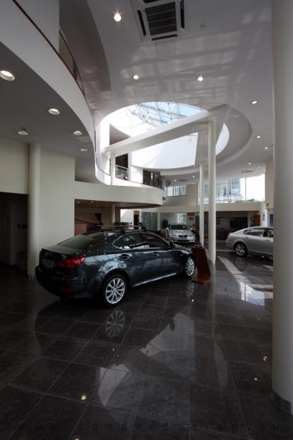 Lexus Buda autószalon belsőépítészete 10