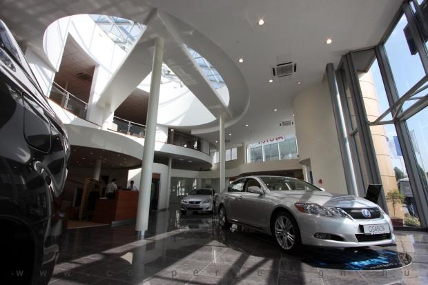 Lexus Buda autószalon belsőépítészete 23