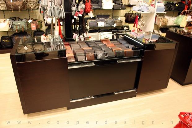 Reálszisztéma Menedzser Shop belsőépítészete, wenge kihúzható pénztárcás pult
