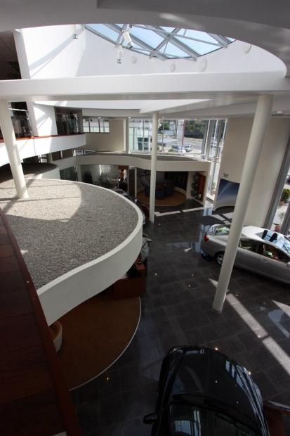 Lexus Buda autószalon belsőépítészete 53