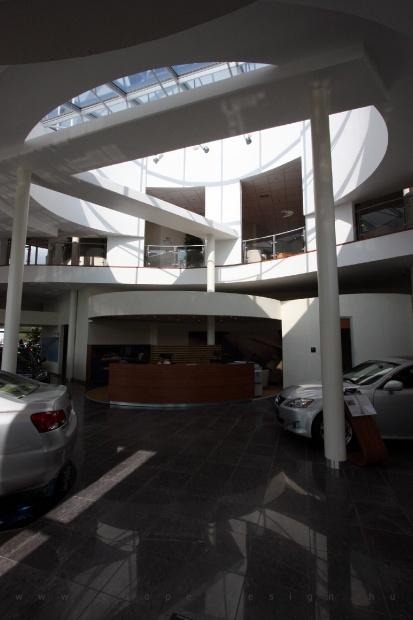 Lexus Buda autószalon belsőépítészete 45