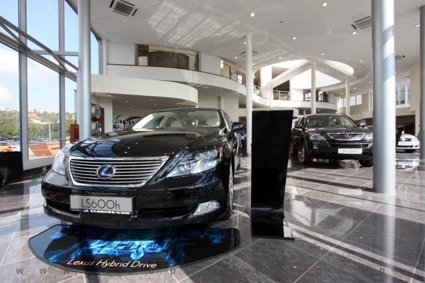 Lexus Buda autószalon belsőépítészete 59
