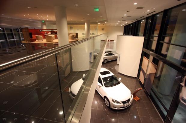 Lexus Pest autószalon belsőépítészet 18