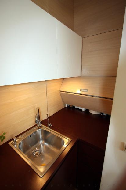 lakás belsőépítészete, egyedi tervezésű konyhabútor rejtett tárolóval