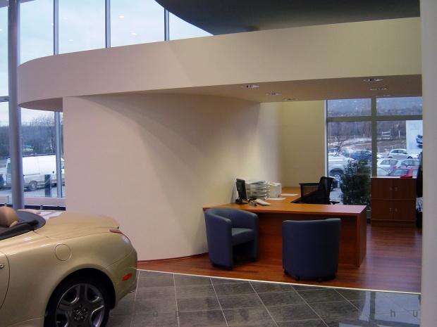 Lexus Buda autószalon belsőépítészete 11