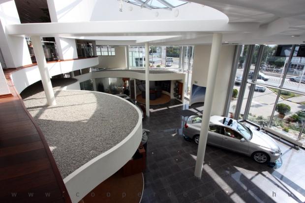 Lexus Buda autószalon belsőépítészete 15