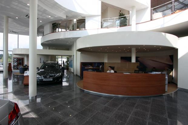 Lexus Buda autószalon belsőépítészete 26