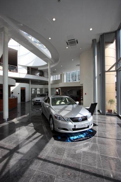 Lexus Buda autószalon belsőépítészete 31