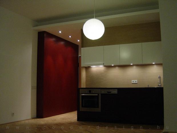 garzonlakás belsőépítészete, konyha és gardrób