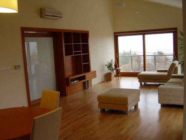 lakás belsőépítészete, egyedi tervezésű médiaszekrény
