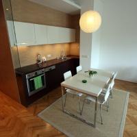 garzonlakás belsőépítészete, étkezőasztal