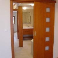 lakás belsőépítészete, egyedi tolóajtó