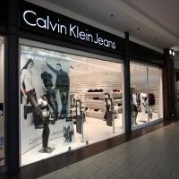 Calvin Klein márkabolt belsőépítészete kirakati portál 2