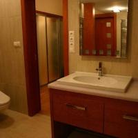 fürdőszoba belsőépítészete, egyedi tervezésű mosdópult