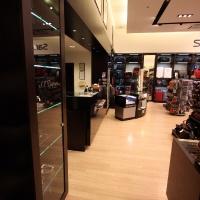 Reálszisztéma Menedzser Shop belsőépítészete, kassza előtti rész