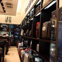 Reálszisztéma Menedzser Shop belsőépítészete 1