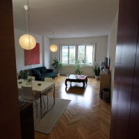 garzonlakás belsőépítészete, nappali-étkező 3