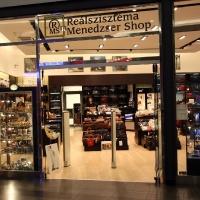 Reálszisztéma Menedzser Shop belsőépítészete, bejárati portál