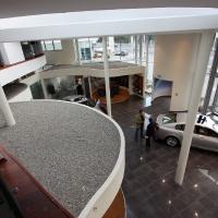 Lexus Buda autószalon belsőépítészete 17