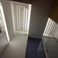 garzonlakás belsőépítészete, fürdőszoba mennyezeti kialakítása