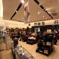 Reálszisztéma Menedzser Shop belsőépítészete teljes üzletbelső