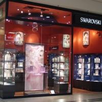 Swarovski márkabolt bejáratának belsőépítészete