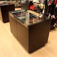 Reálszisztéma Menedzser Shop belsőépítészete, kihúzható pénztárcás pult zárt állapotban