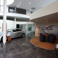 Lexus Buda autószalon belsőépítészete 7